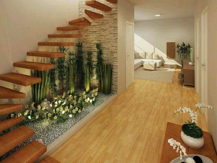 Uso natural del espacio bajo la escala arbustos para for Bajos con jardin en pozuelo