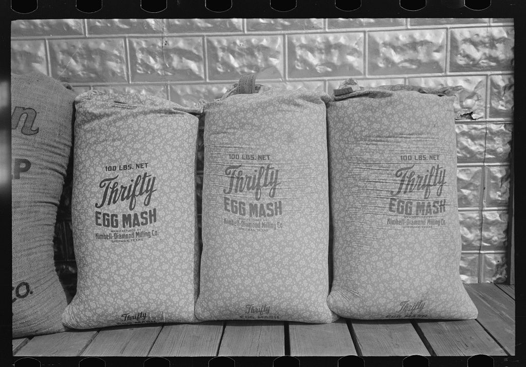 Chicken Feed Flour And Other Bulky Products Are Now Bagged In Printed Cotton Materials For Use As Dress Materials Mercedes Texas Ru Walker Evans Evans En Fotoboeken