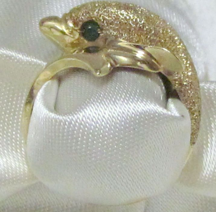 Fabulous 14K Yellow Gold Dolphin Ring Size 6 3 4 with Emerald Eyes