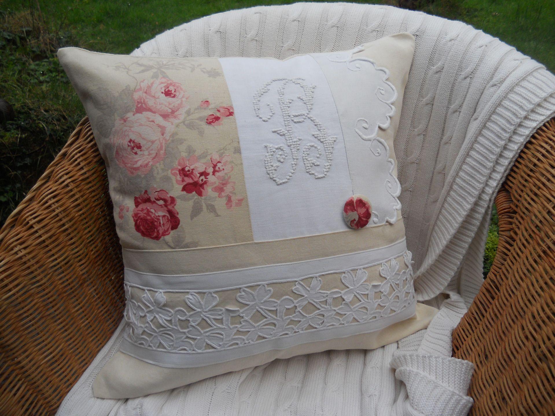 coussin d houssable beau monogramme b beau drap en lin. Black Bedroom Furniture Sets. Home Design Ideas