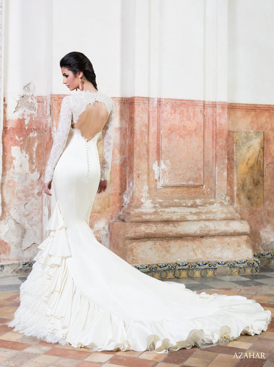 Espalda del #vestido de #novia de la colección Vicky Martín Berrocal 2015. Corte de sirena, de encaje, manga larga, escote redondo y cola de catedral. Modelo AZAHAR. Chantu.es