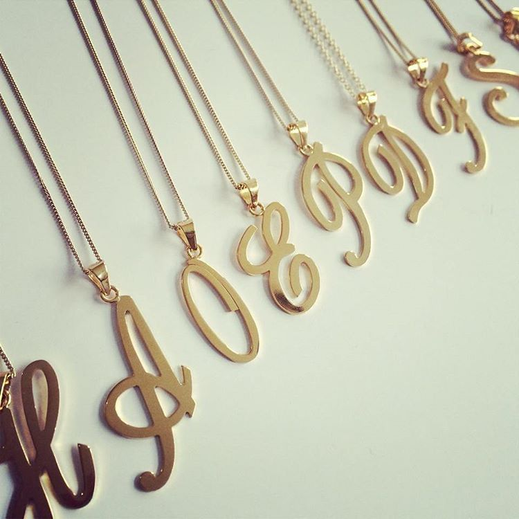 6cc5a0da38b7 Cadena con letra en oro  cadenadeoro  cadenas  nombre  jewerly   jewerlydesign  gold  18kgold  18k  ring  joyeriaartesanal  joyeria   artesanos  oro  ecuador ...