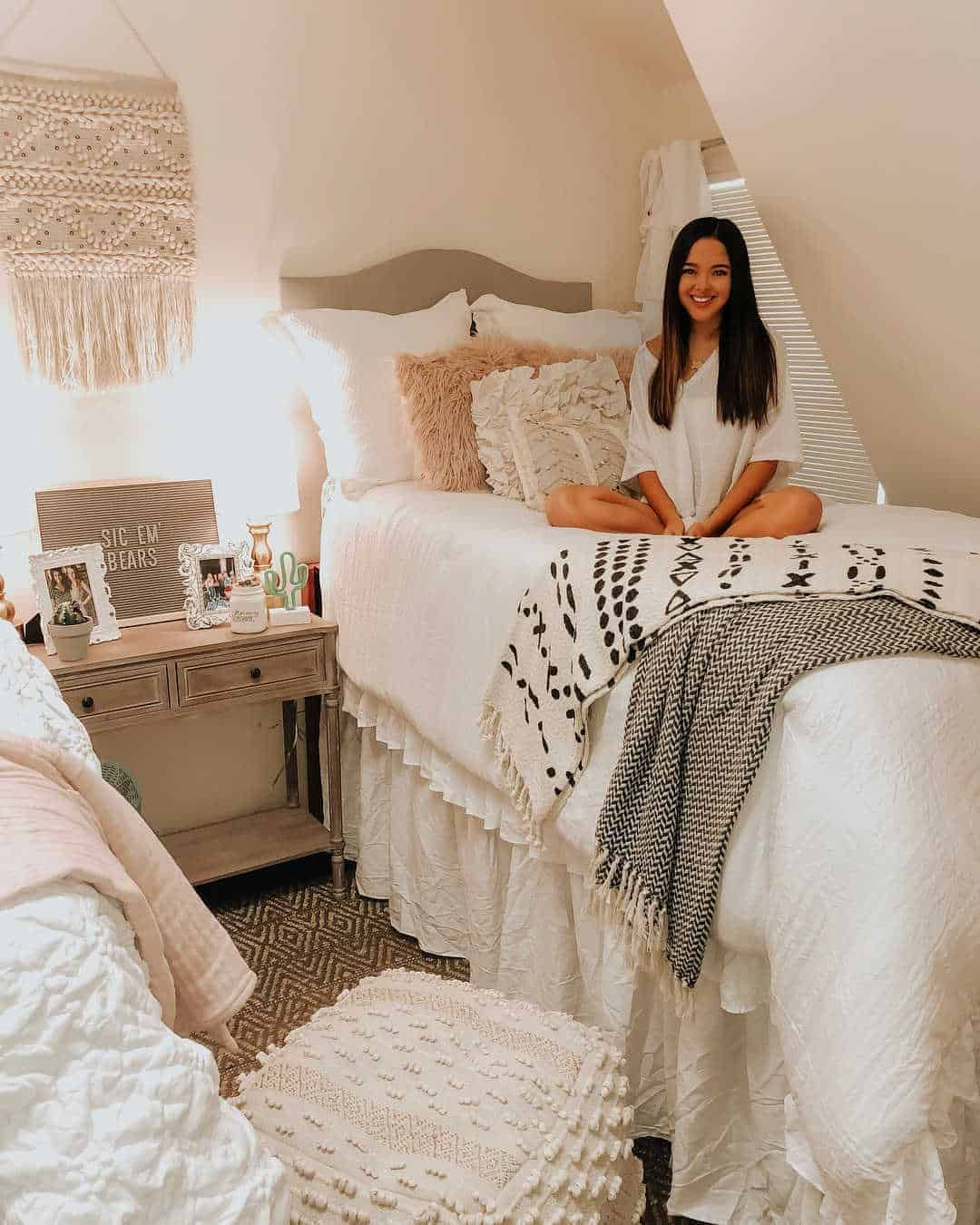 Dorm Room Plans: 14 Dorm Room Ideas That Are Melting Our Minds RN