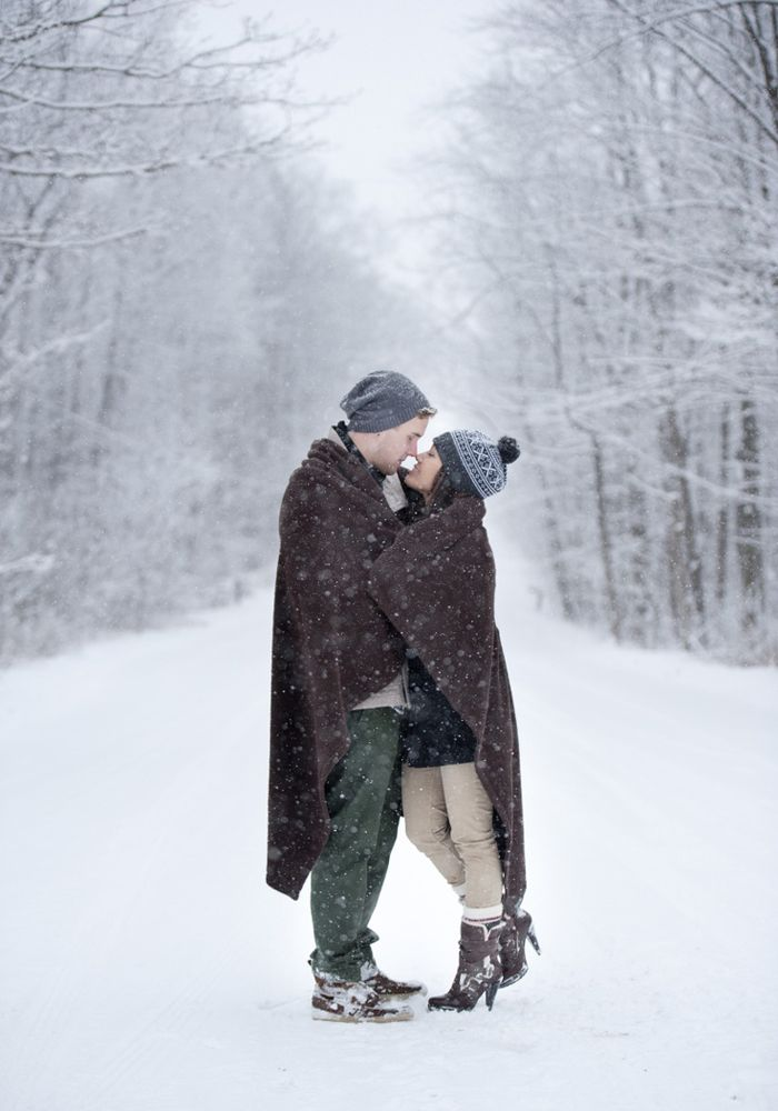 Snowy Engagement Photo Casual Photos Best Photoshoot Ideas Winter