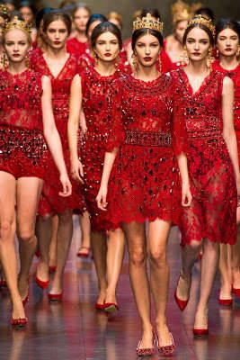 The half-sleeve dress at the front. Dolce & Gabbana Fall 2013. P.S. Really wanna feed those models!