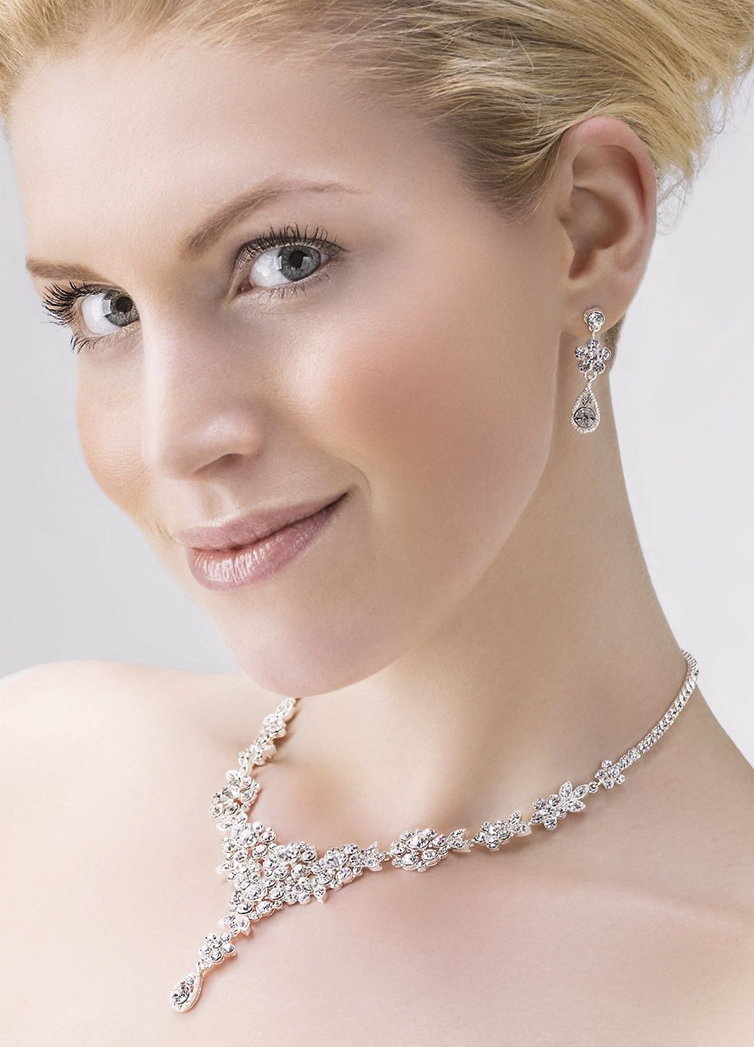 Eye-catching crystal jewellery set - sparkling and glamorous! (66212)