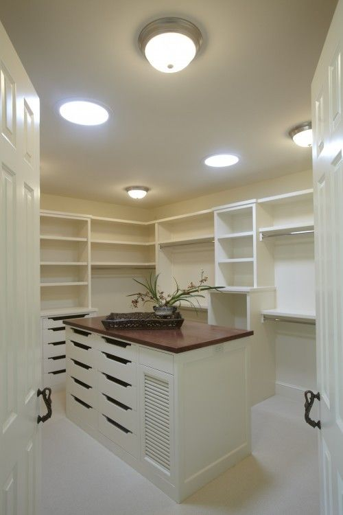 love this space! MY DREAM closet! Just need to add a bench for ...