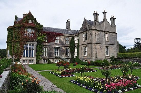 Muckross House: This National Park includes several lakes, Torc Waterfall and the magnificent Muckross House and Gardens. There are quiet paths for hiking and cycling. It lies only a few kilometres from the center of Killarney.