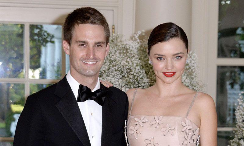 Miranda Kerr y Evan Spiegek se casan en una íntima ceremonia en el jardín de su casa