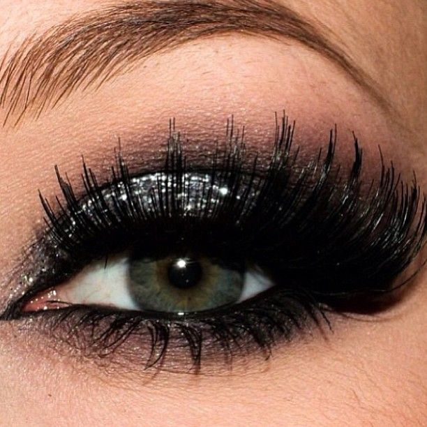 Silver Glitter Smokey With Bold Lashes Maquiagens Pinterest