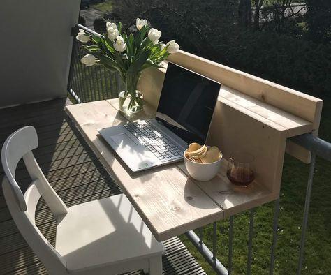 Deze slimme tafel moeten we deze zomer aan ons balkon hebben hangen #smallbalconyfurniture
