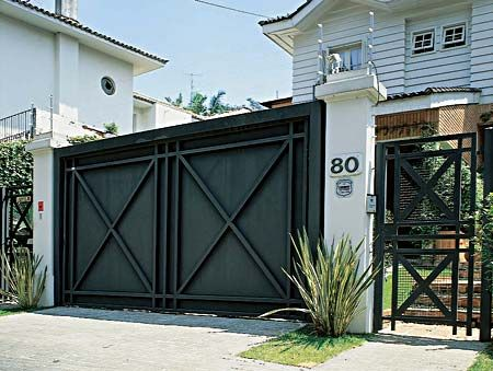 Cor de muro com portao preto