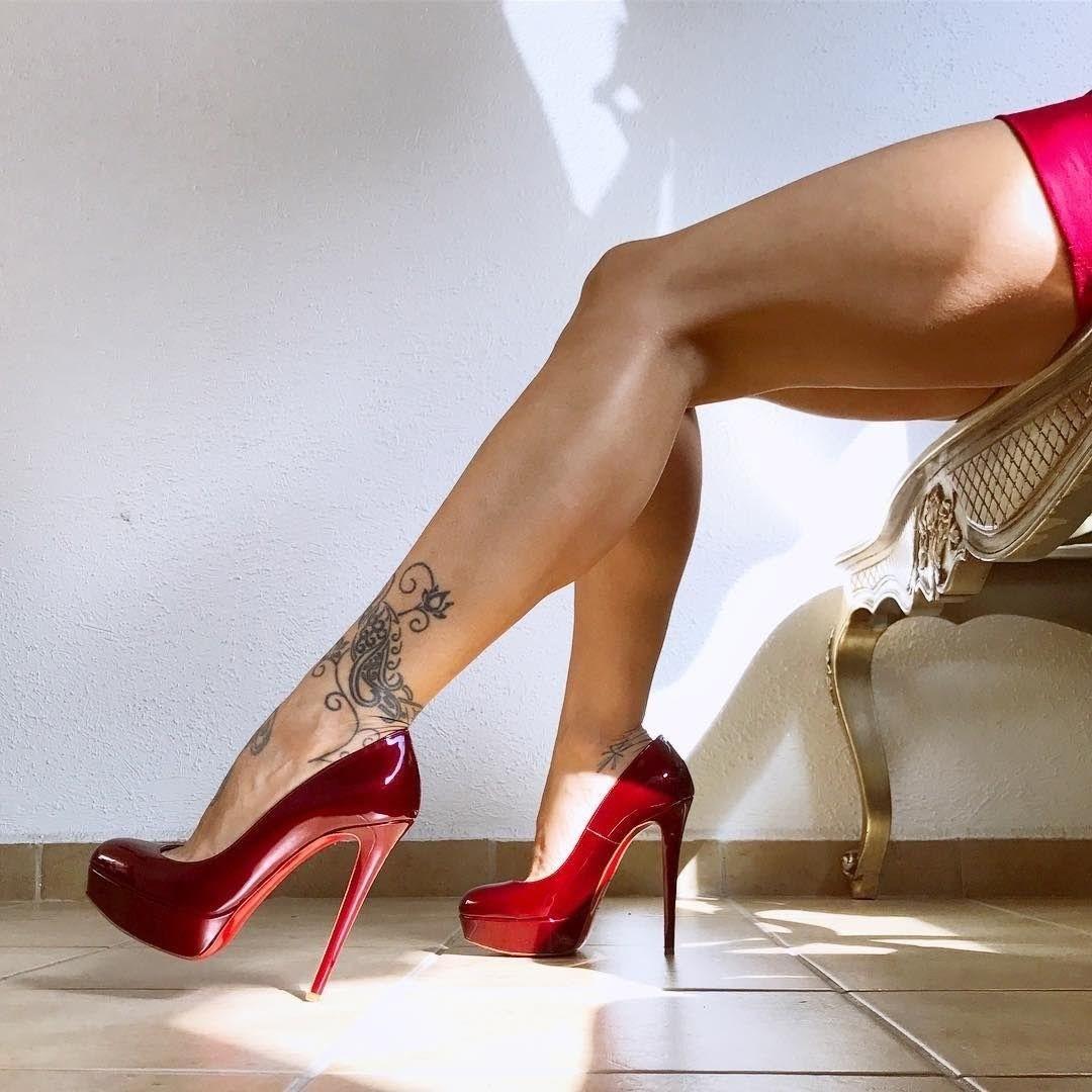 крепкие женские ноги на каблуках фотосессия как найти