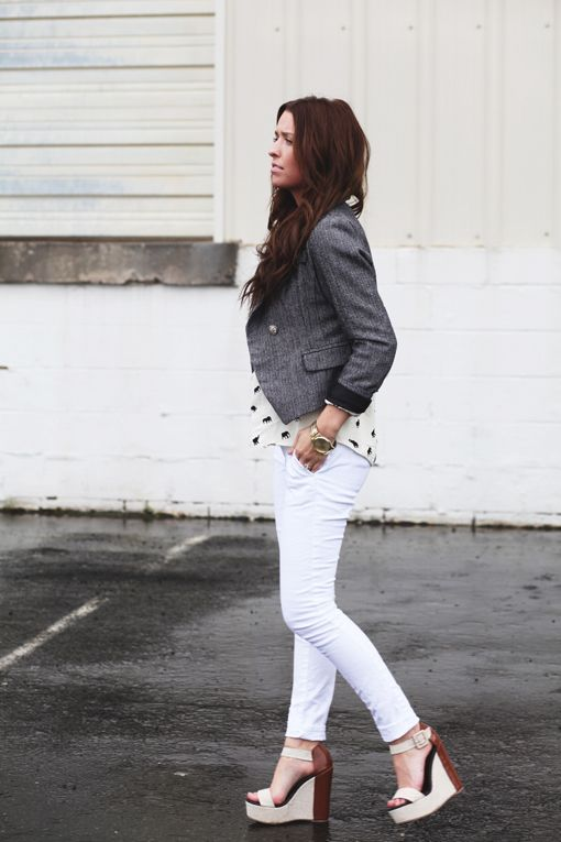 356a1c40ae8 Love this whole look. printed blouse + fitted blazer + skinny jeans +  platform wedges