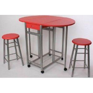 Mesa cocina roja con cajón y ruedas y un par de taburetes ...