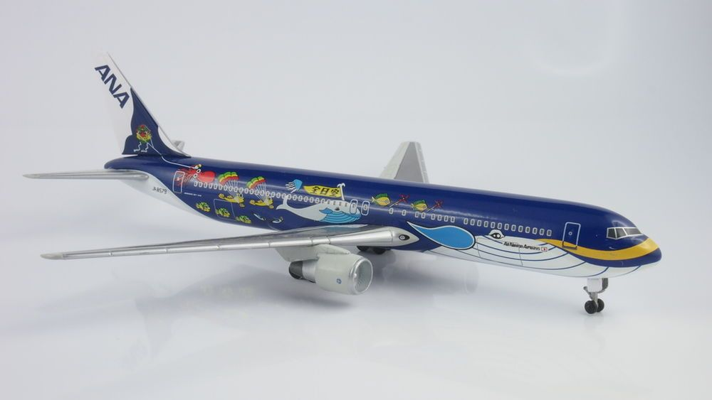 DoDo Diecast Big Bird 1400 Scale Boeing 767-300 ANA JA8579 Marine - how would you weigh a plane without scales