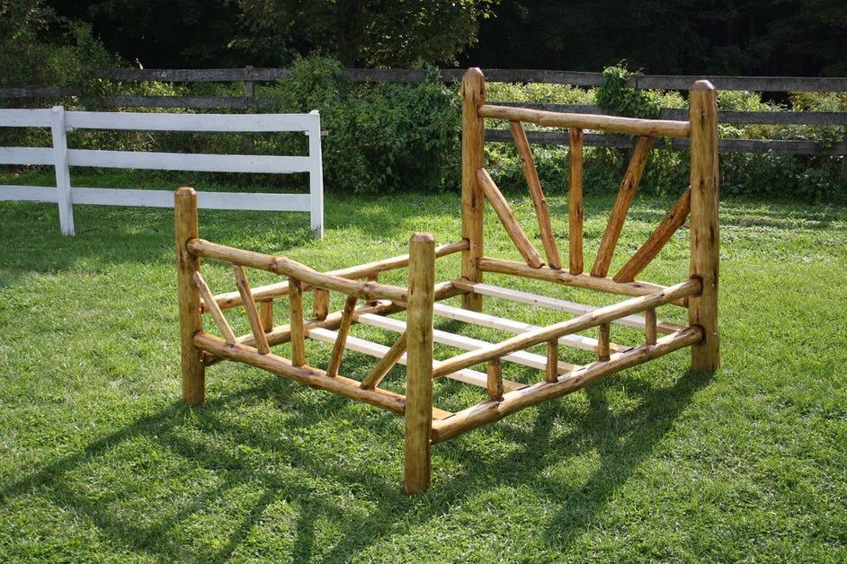 Rustic Bed Frame Queen Size in 2020 Rustic bed frame