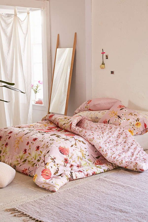urban outfitters daniella floral comforter products floral comforter feminine bedroom. Black Bedroom Furniture Sets. Home Design Ideas