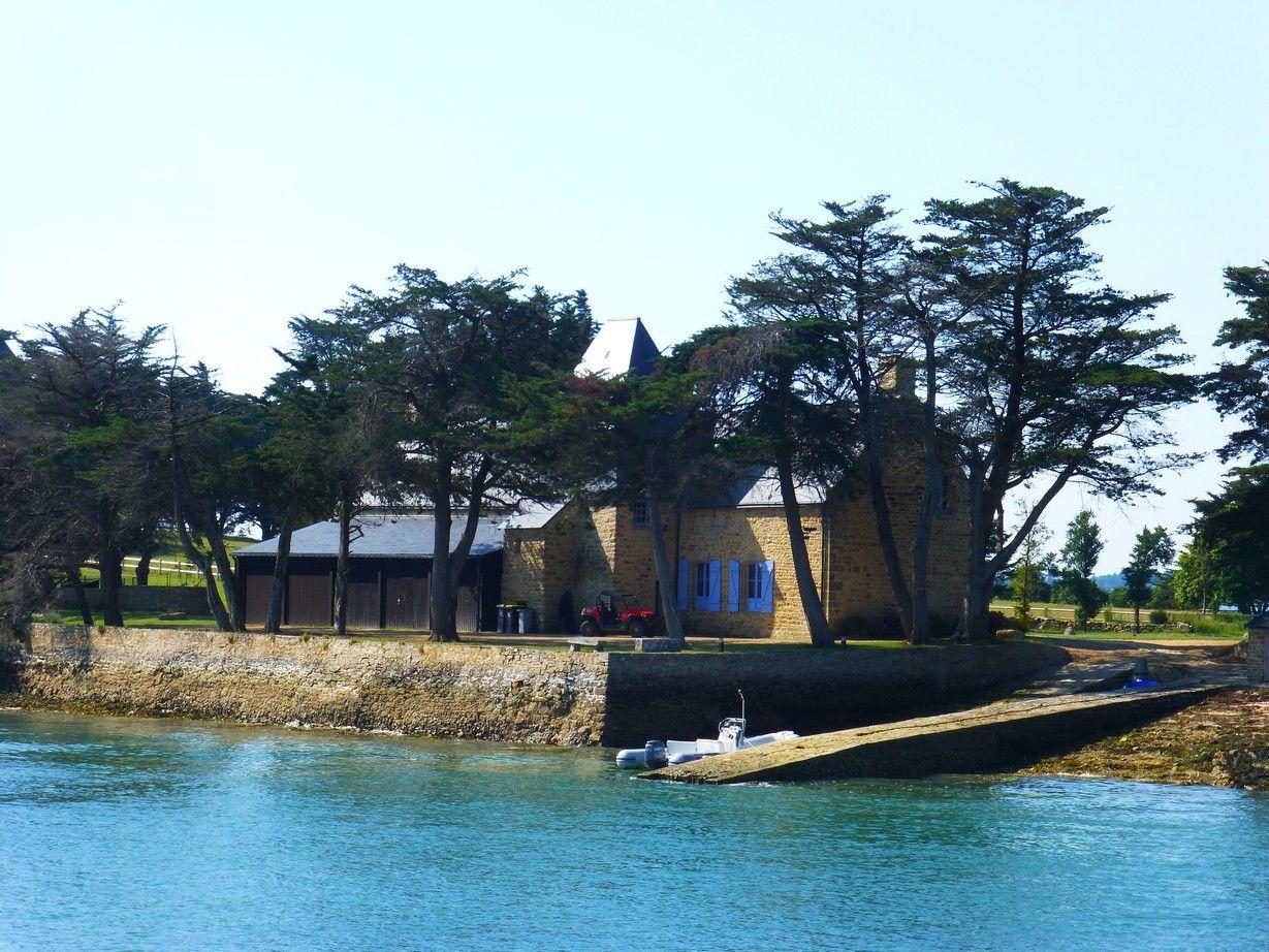 Cale et maison de l\'île Boedic | Les îles du Golfe du Morbihan ...