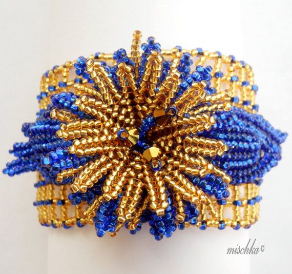 Flor Beadwoven azul y oro pulsera
