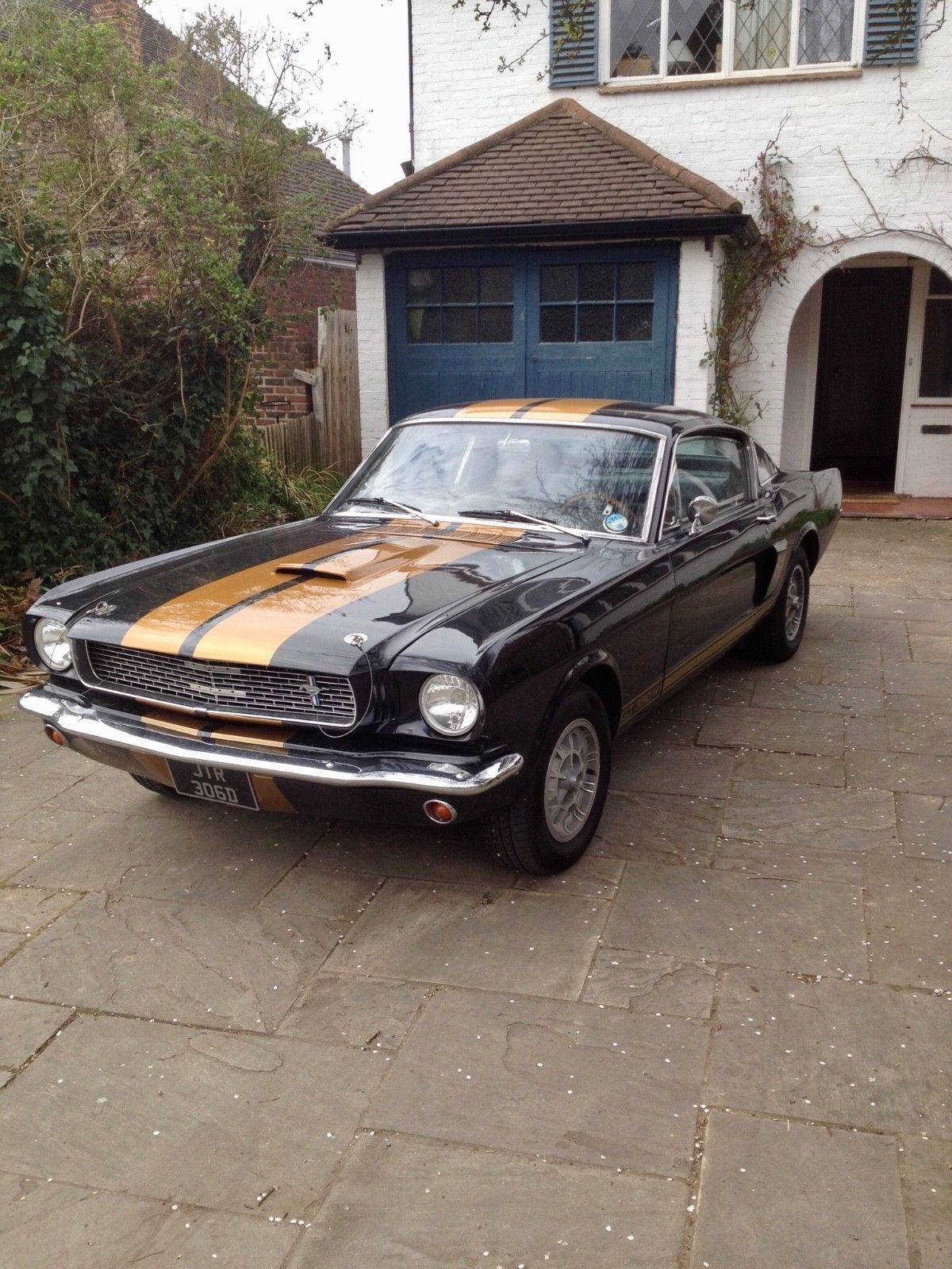 This ford mustang 1965 gt350 is for sale