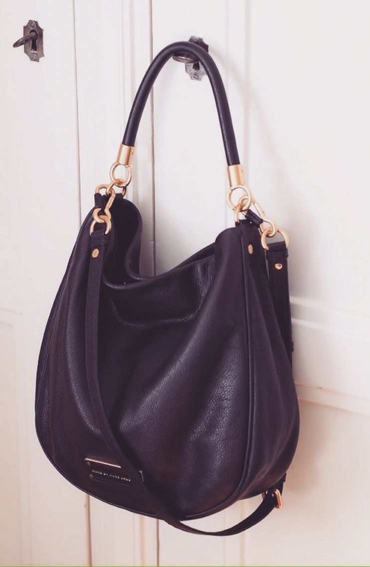 In love with this Marc Jacobs bag !! Black never goes out of style. 8a45742784