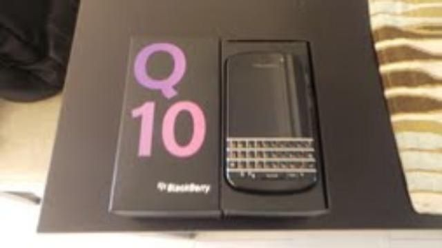 Blackberry Q10 used from etisalat for sale in Dubai - AED 1800