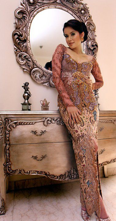 Beautiful kebaya to attend a reception