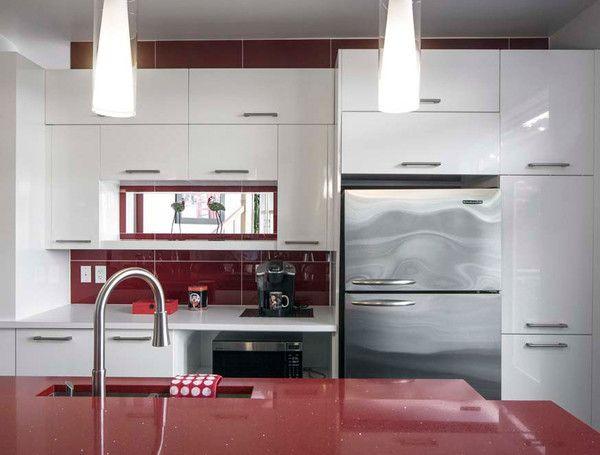 Armoire de cuisine blanche et un comptoir rouge Idées pour la