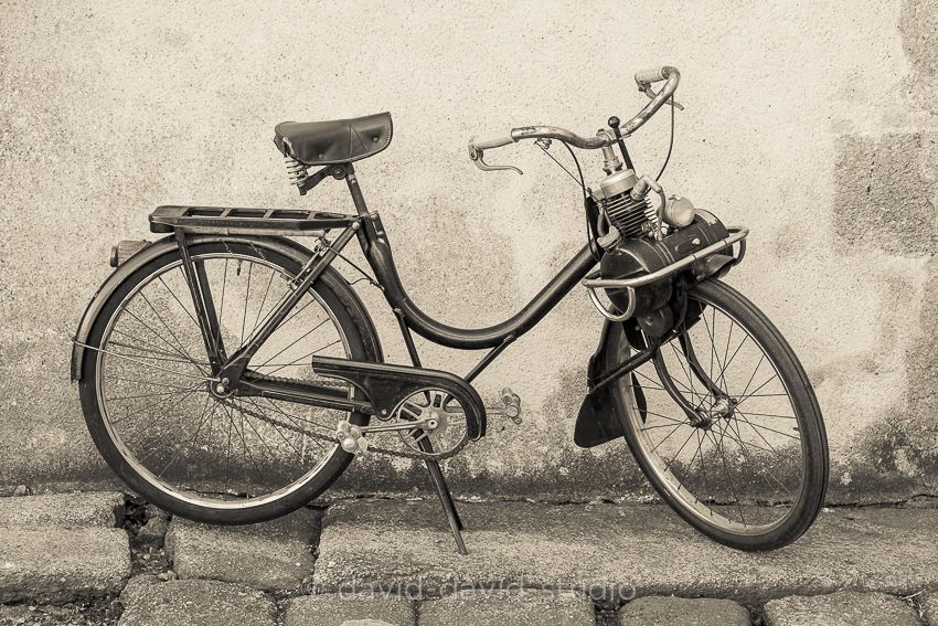 Solex - It's an old French moped with front wheel drive ! This is a model from the 50 to 60's.