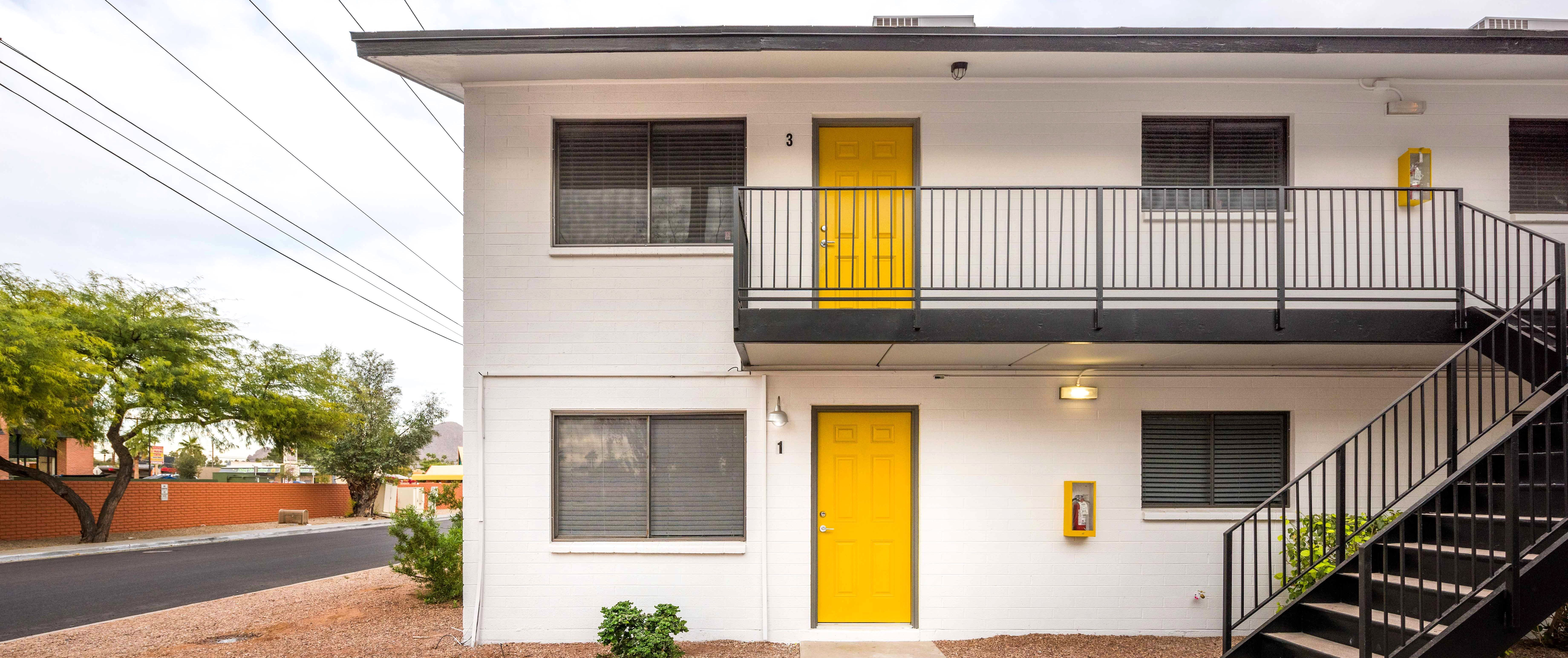 Fairmount 31 Apartments Is A 24 Unit Midcentury Modern Two Story Multifamily Community Located In The Biltmore Are Apartment Communities Biltmore Fairmount