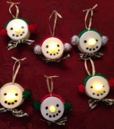 Mom shares a creative and easy Christmas ornament craft idea light