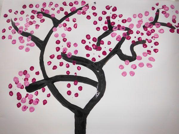 Dibujar un rbol de cerezo con una botella de plstico reciclado