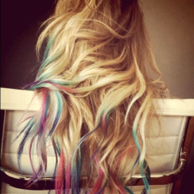 I am for sure doing this over summer! ✌ #summer #hair #cantwait #blonde #highlights #pink #blue #dipdye #follow4follow #teamfollowback #like4like