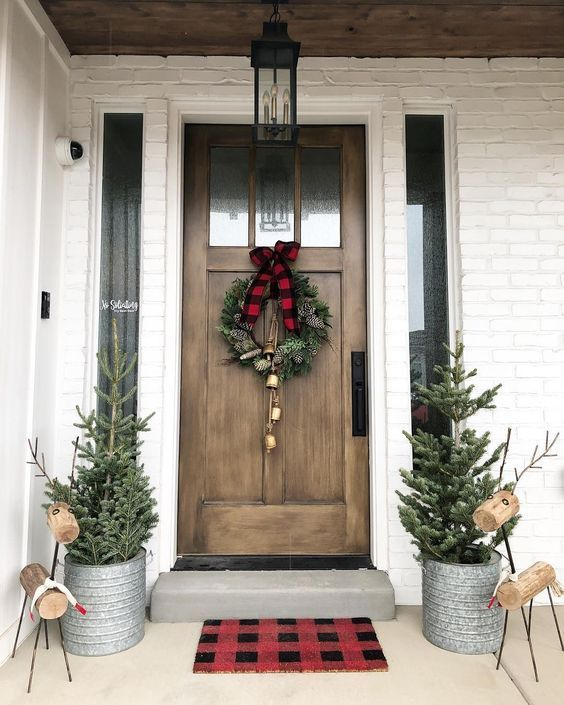 50 Christmas Front Porch Decor Ideas that puts up an Excellent welcome show for your guests#Christmas#decoration #farmhousechristmasdecor