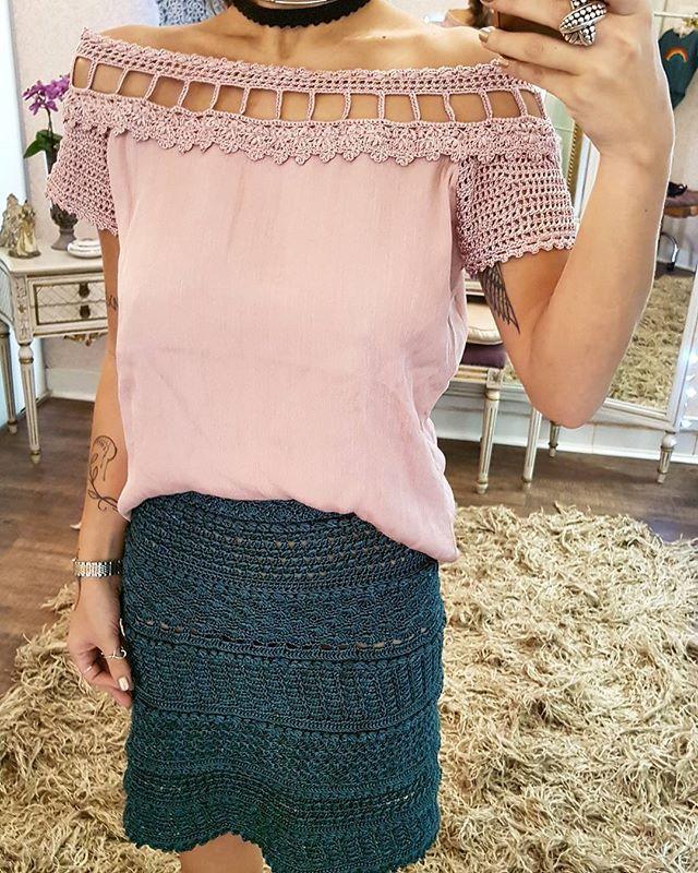 Instagram photo by vanessamontoro - #GetTheLook ❤ Choker Crochet VM Preta + Blusa Atenas Madrepérola + Saia Teneriff Verde Amazônia ♻ #VanessaMontoroStyle #VanessaMontoroCrochet #VanessaMontoroSummer #Authentic #Luxury #HandMade #Crochet #FeitonoBrasil #MadeinBrazil #PositiveFashion