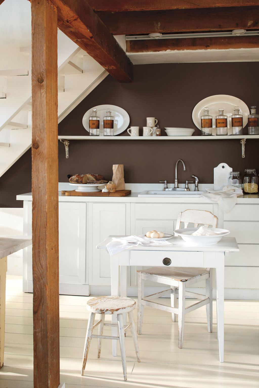 Paint Colour Review Benjamin Moore Simply White OC117
