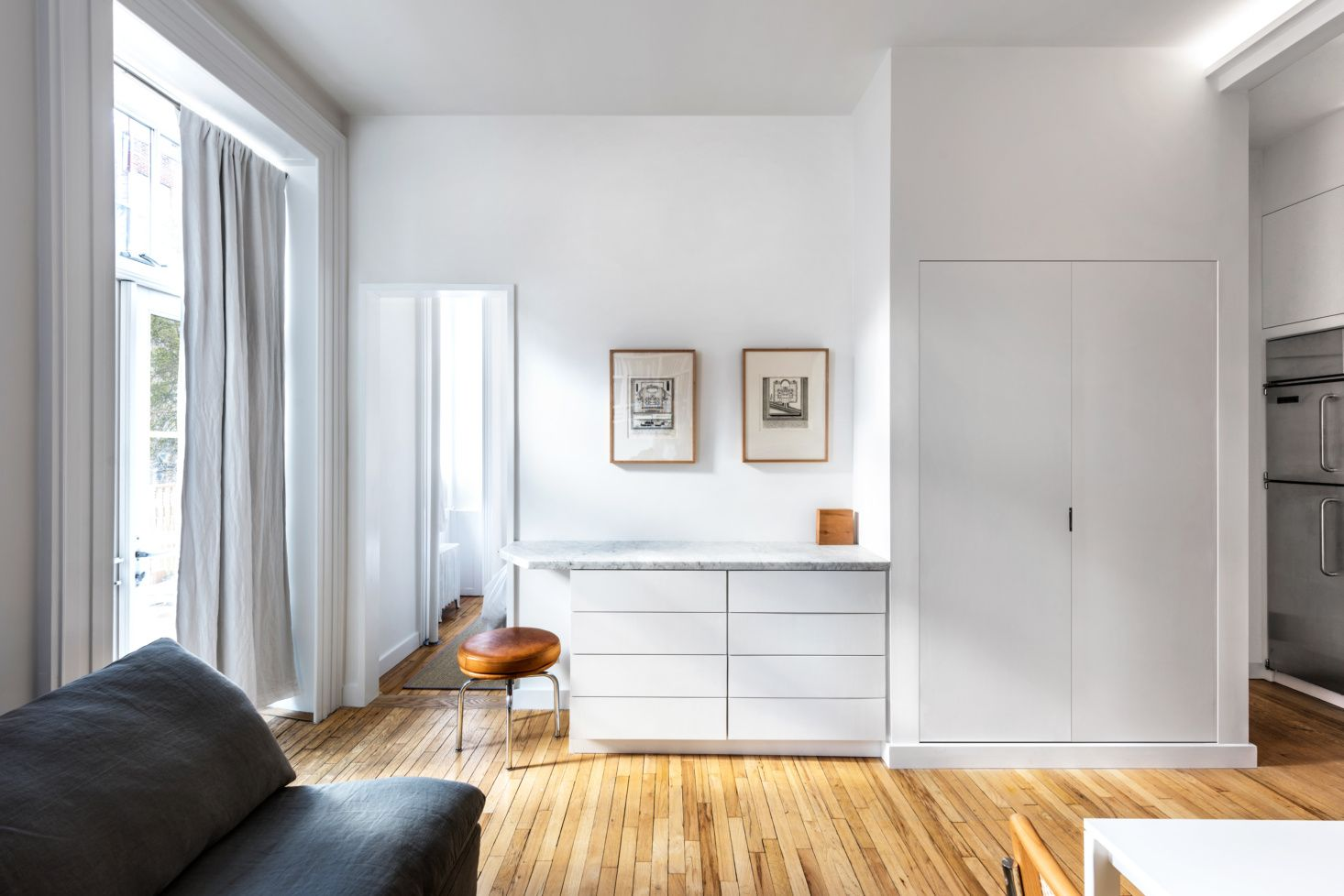 a 400 square foot one bedroom apartment in the west village rh pinterest com