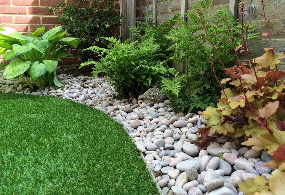Low Maintenance Garden Norwich - Pebble Borders with ...