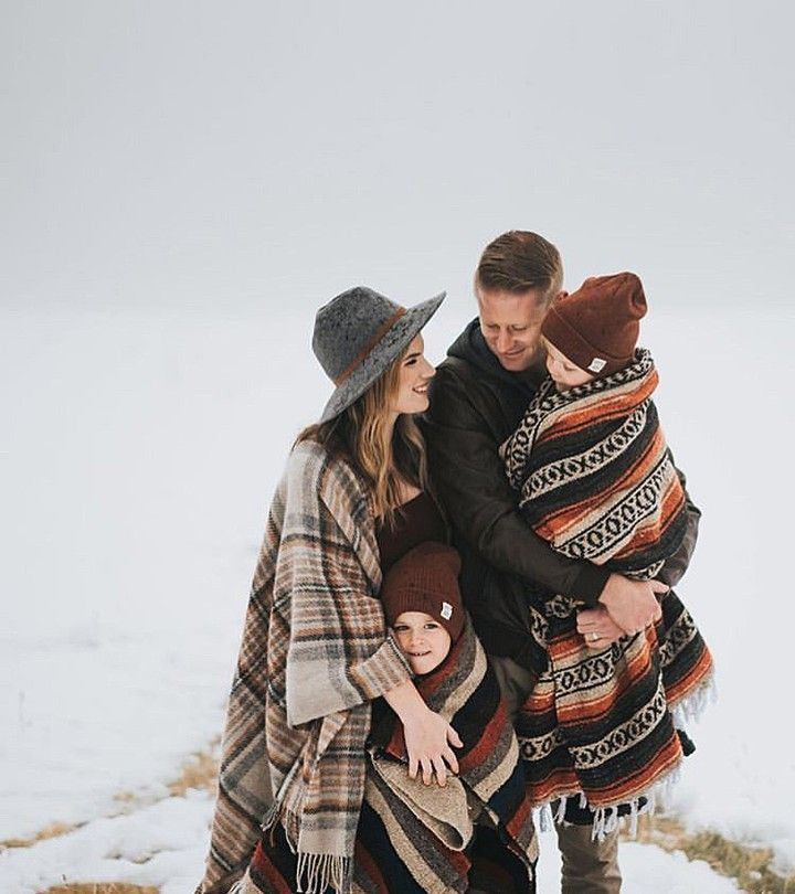 "Kayleigh on Instagram: ""I love the idea of bringing blankets to your winter family photos. Get cozy & snuggle up! Love this photo by @courtney.fairchild that we…"""