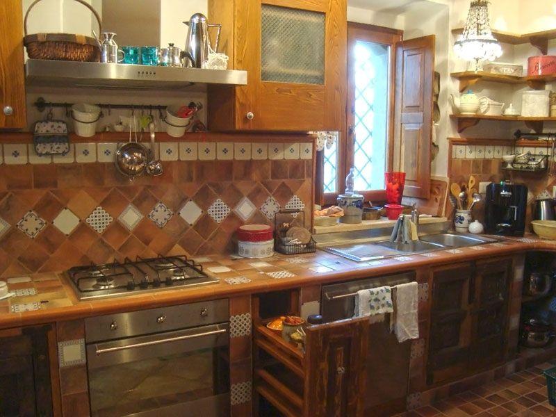 die gemauerte Küche ist komplett ausgestattet mit