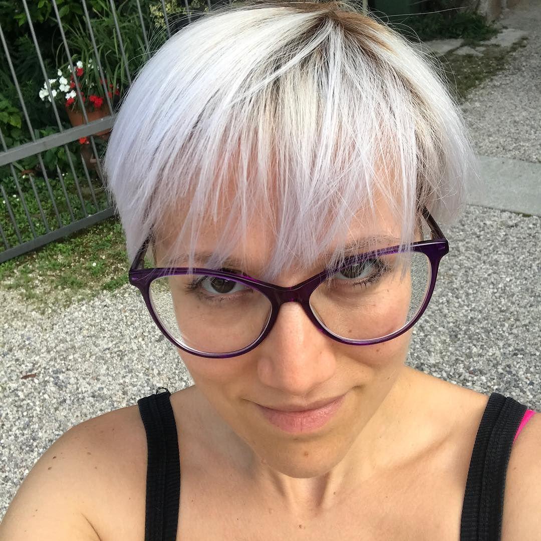 #nomakeup  Solo dei #capelli tanto belli #newhaircut #newcolour #summervibes #pixie #shotoniphone7plus #iphonephotography #selfie
