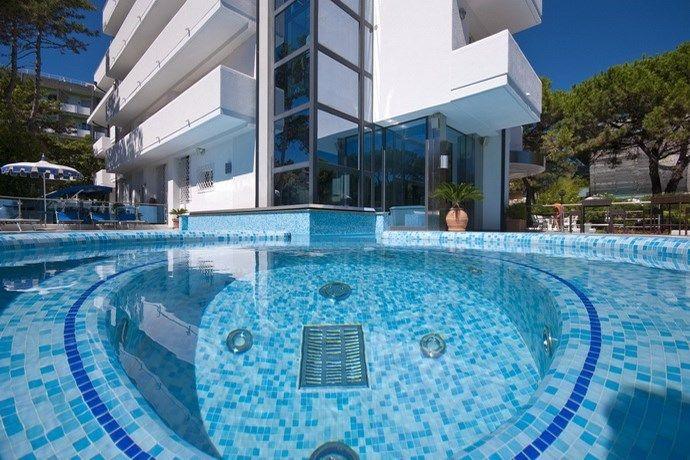 Hotel Bellevue in Lignano mit Wellness und Strand Hotel