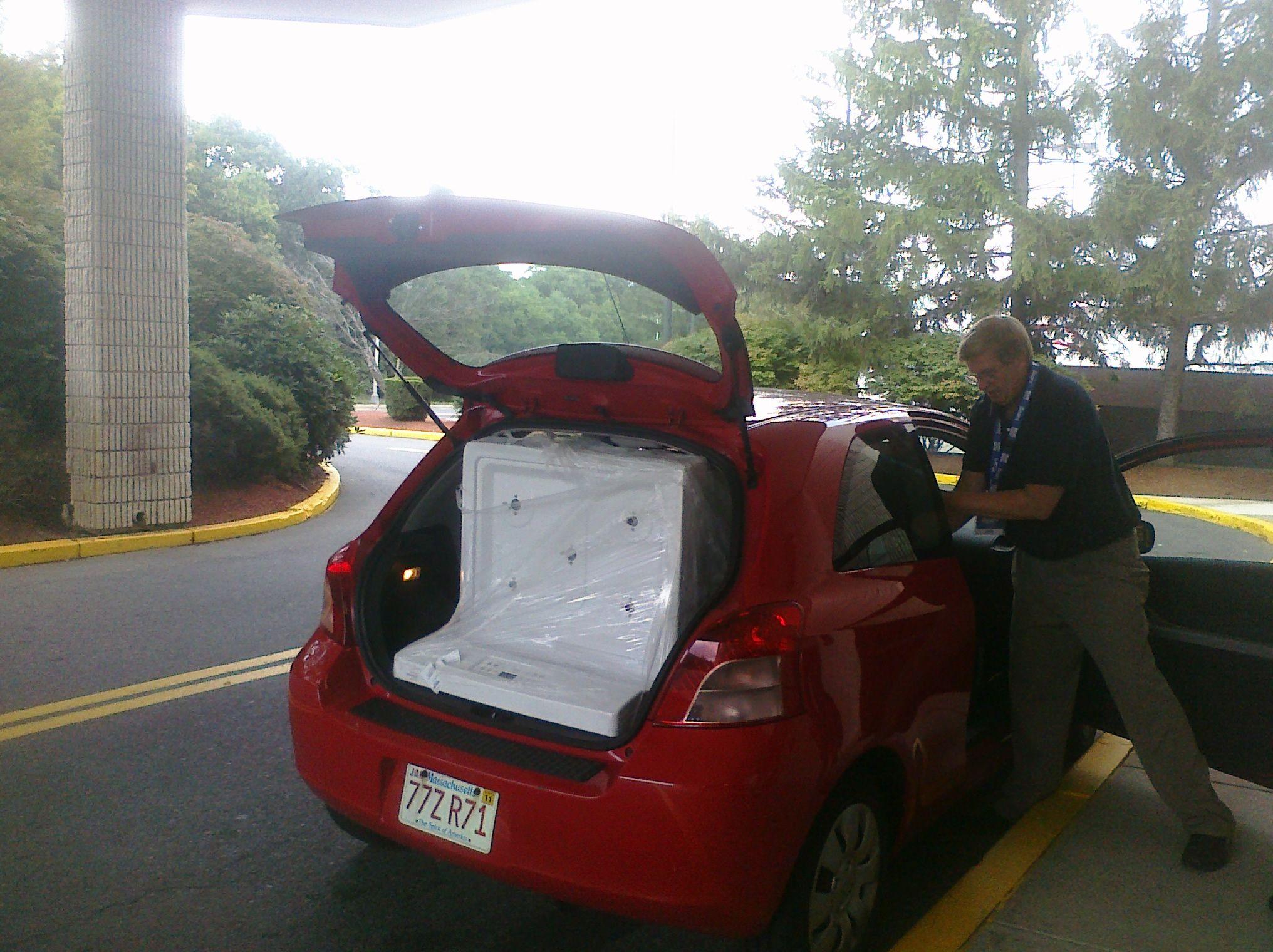 A 30 Inch Standard Range Oven Stove Fits Into The Back Of A Toyota Yaris With 2 People In The Car As Tiny Studio Space Saving Apartment Tiny Studio Apartments