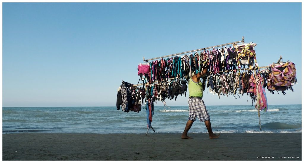 #photographie #plage #beach #italy #pineto #vendeur #clothes