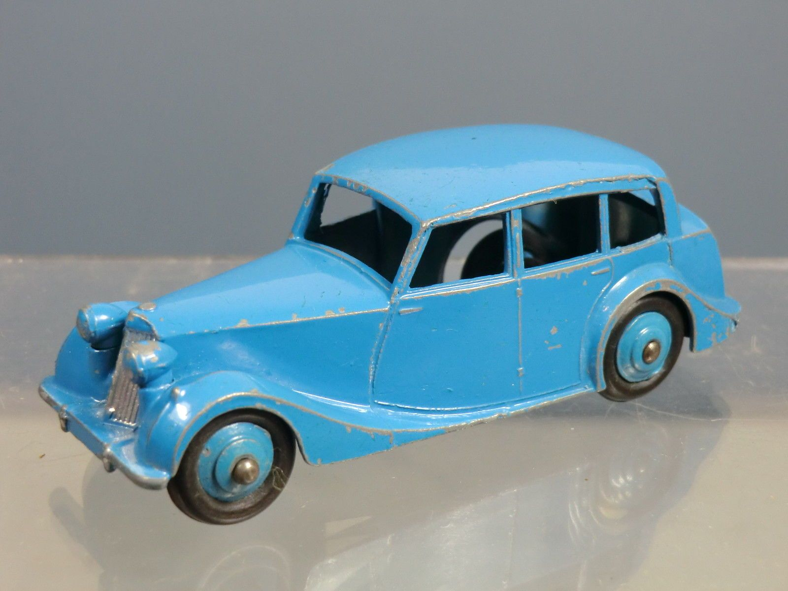 Dinky Toys Model No 40b Triumph 1800 Saloon 2nd Type Baseplate Ebay Toys Diecast Toy Toy Car