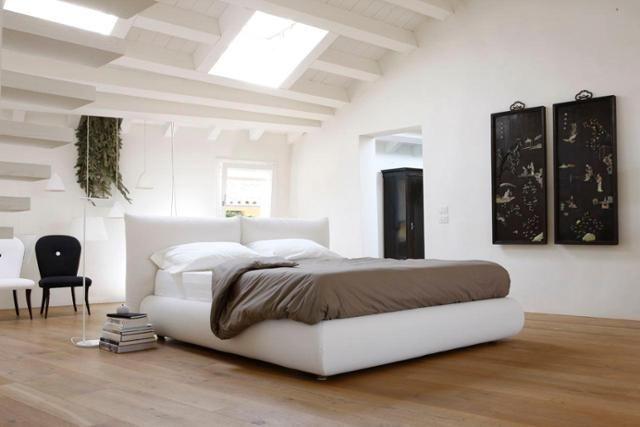 Bett In Dachschräge bett mit wohlig weicher polsterung dachschräge bett tagesdecke