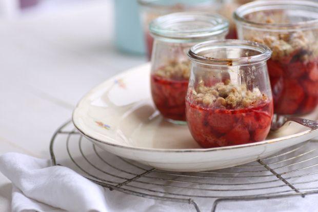 """Erdbeer-Crumble <3 Herrlich und das Rezept gibt's natürlich auch meinem Blog """"Hatterzaehlt"""""""