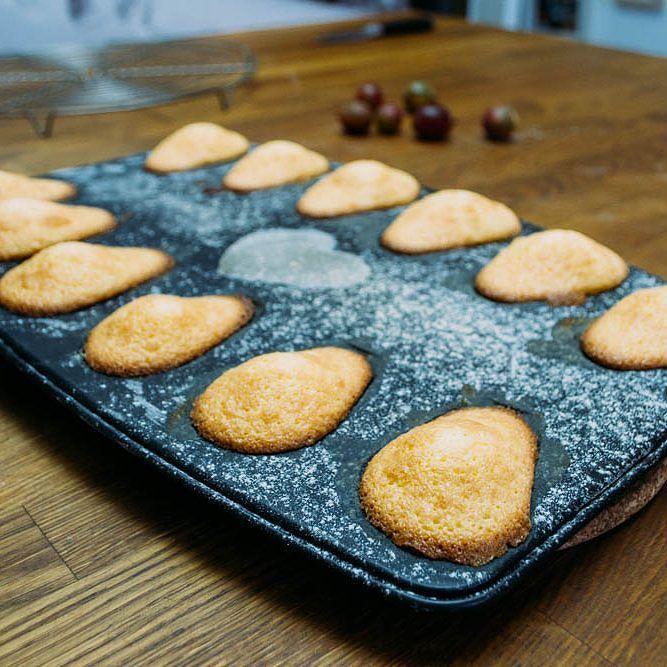 Sind sie nicht allerliebst geworden?? Rezept hier im Blog... http://ift.tt/2bc9hnR #herzelieb #mitgemacht #ichliebefoodblogs #madeleines #fraubpunkt #bakery #cakelove #pin