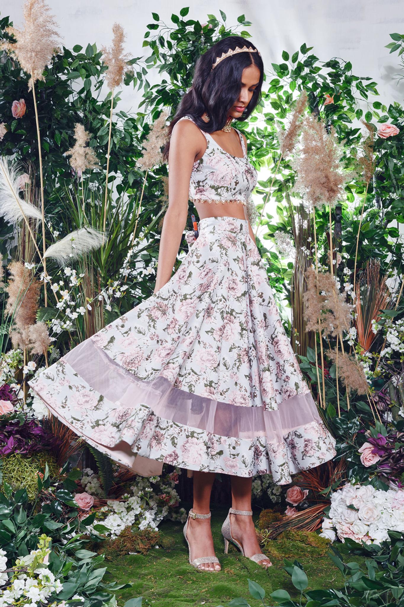 1 Tea Party Set Manijassal Tea Length Skirt Tea Party Setting Toronto Fashion Week [ 2048 x 1365 Pixel ]